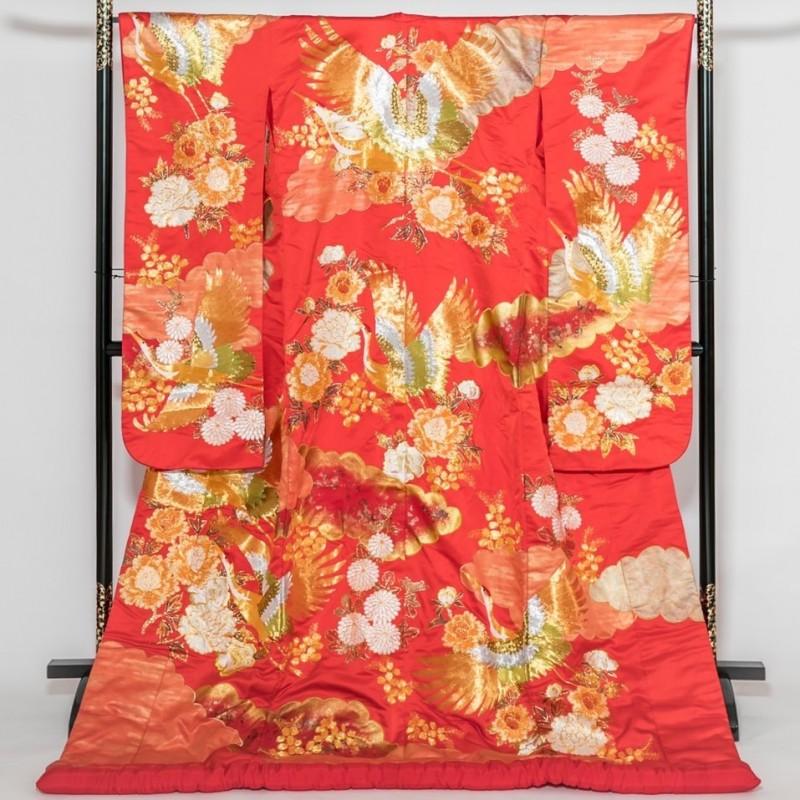 色打掛―赤地に鶴・菊・牡丹