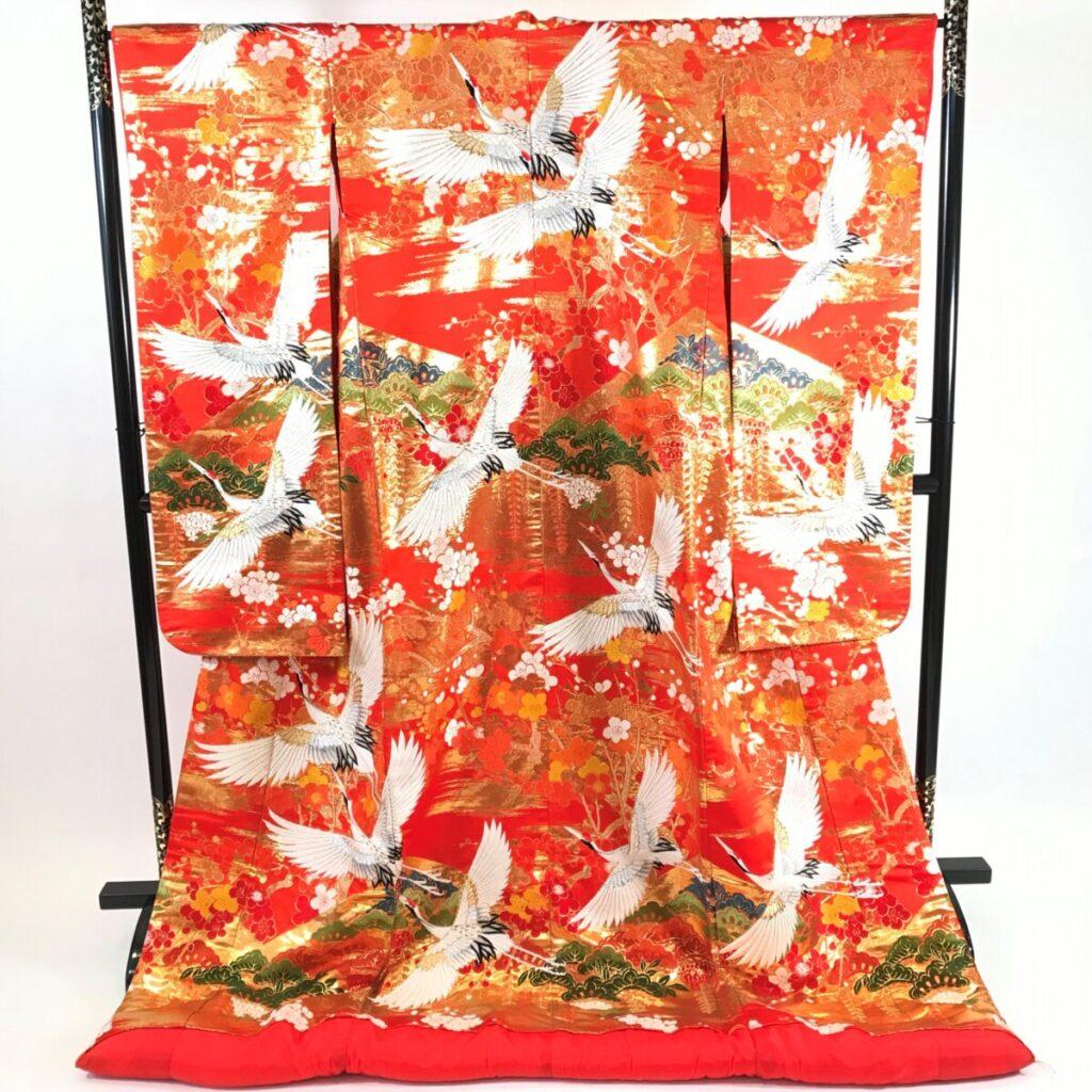 色打掛ー赤地に鶴・梅・桜など